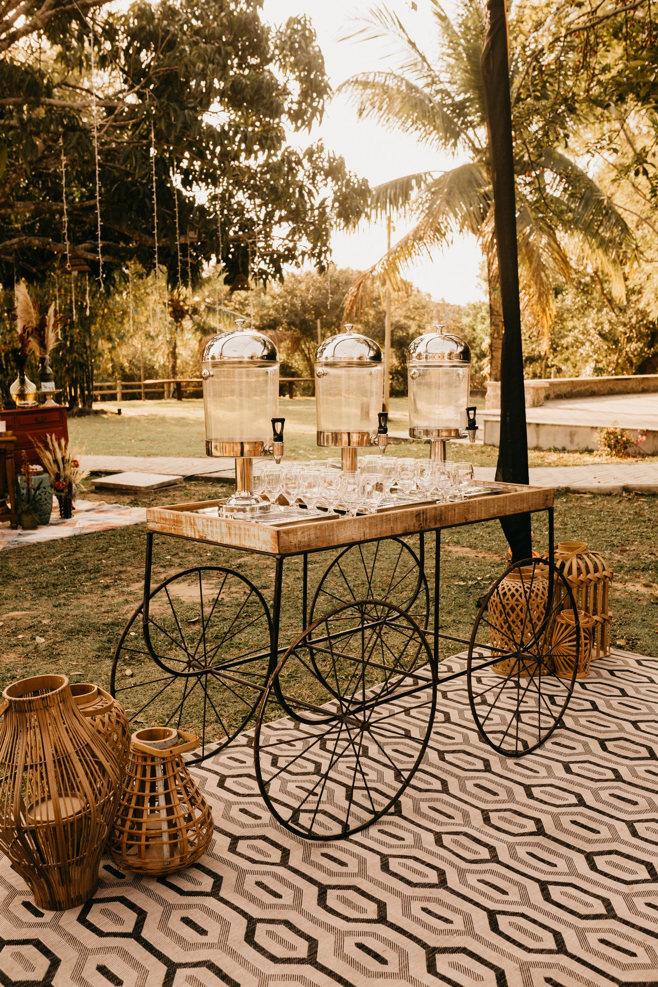 How to Start a Wedding Deco Business